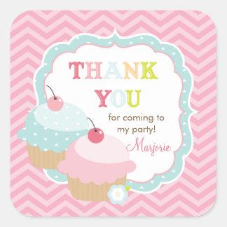 Obrigado que colorido do divertimento do cupcake adesivo quadrado