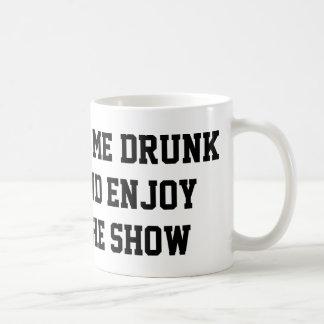 Obtenha-me o bebado e aprecie-o a mostra caneca