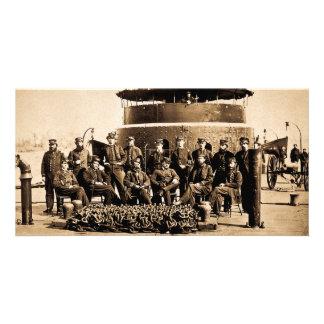 Oficiais na plataforma da guerra civil do monitor cartão com foto