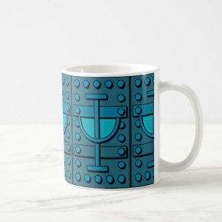 Olhar blindado na caneca do café/chá