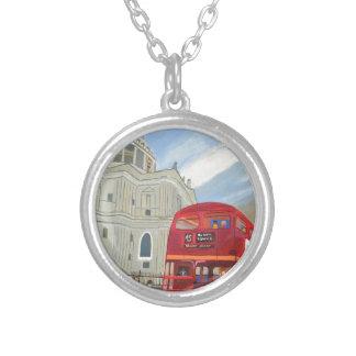 Ônibus da catedral e da Londres de St Paul Colar Banhado A Prata