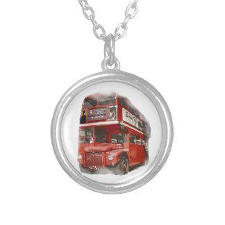 Ônibus vermelho velho de Londres Colar Banhado A Prata