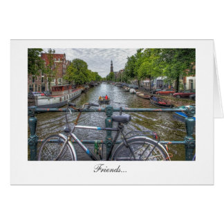 Opinião da ponte do canal e bicicleta - amigos cartao