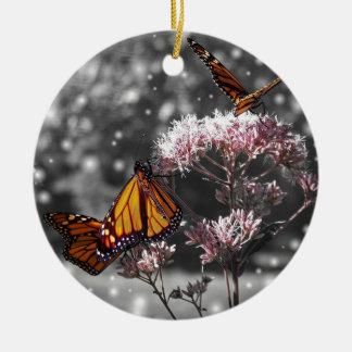 Ornamento De Cerâmica A foto da borboleta de monarca impressionante