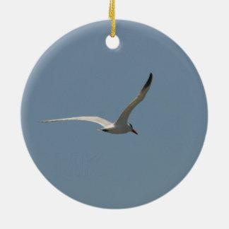"""Ornamento De Cerâmica """"Andorinha-do-mar feericamente em vôo"""" por Miriam"""