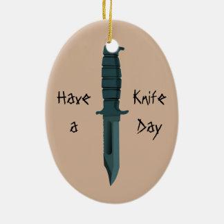 Ornamento De Cerâmica As facas têm um dia da faca