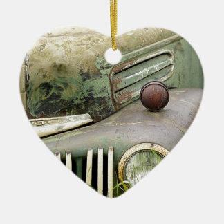 Ornamento De Cerâmica Automóvel oxidado velho do veículo da antiguidade