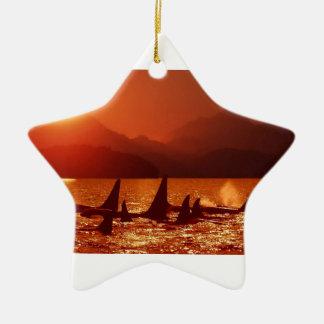 Ornamento De Cerâmica Baleias no por do sol