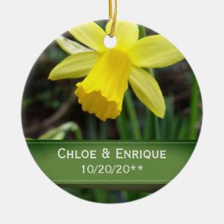Ornamento De Cerâmica Casamento personalizado do foco Daffodil macio