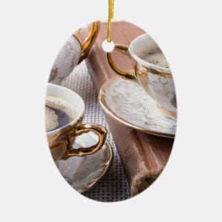 Ornamento De Cerâmica Copos de café antigos da porcelana com café quente