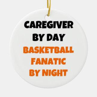Ornamento De Cerâmica Cuidador pelo fanático do basquetebol do dia em a