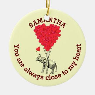 Ornamento De Cerâmica Elefante romântico e coração vermelho