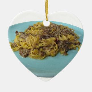 Ornamento De Cerâmica Fettuccine ou massa fresca italiana do tagliatelle