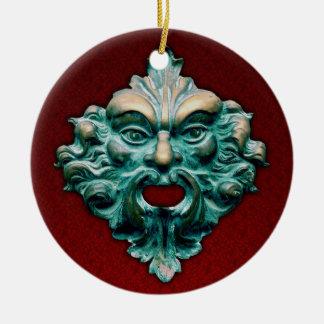 Ornamento De Cerâmica Homem verde de bronze do vintage no vermelho