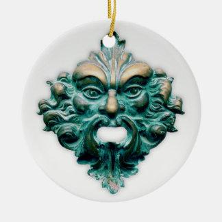 Ornamento De Cerâmica Homem verde no branco com ano