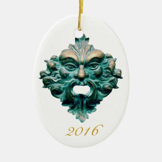 Ornamento De Cerâmica Homem verde no Oval & em 2016 - o dobro tomou