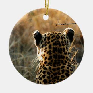 Ornamento De Cerâmica Leopardo que olha fora na distância
