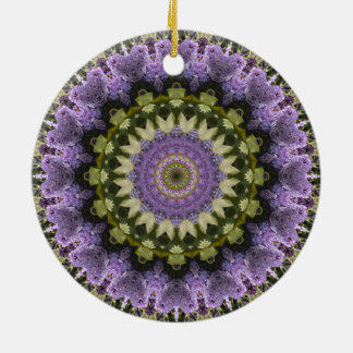 """Ornamento De Cerâmica """"Mandala floral roxa e verde do Lilac roxo"""""""