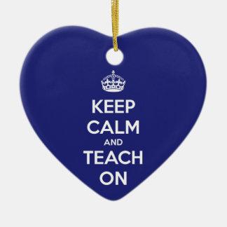 Ornamento De Cerâmica Mantenha a calma e ensine-a no azul