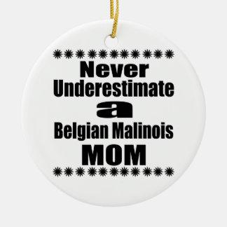 Ornamento De Cerâmica Nunca subestime a mamã de Malinois do belga