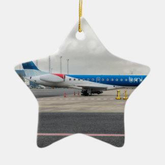 Ornamento De Cerâmica O plano no aeroporto