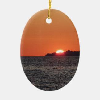 Ornamento De Cerâmica Por do sol do mar com panorama da silhueta da ilha