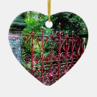 Ornamento De Cerâmica Portas do campo da morango, Liverpool Reino Unido