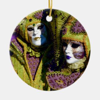 Ornamento De Cerâmica Trajes fúcsia do carnaval da pera e da antiguidade