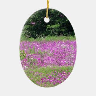 Ornamento De Cerâmica Um campo de wildflowers cor-de-rosa do primavera