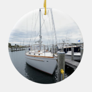 Ornamento De Cerâmica veleiro no porto