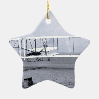 Ornamento De Cerâmica Vôo do avião dos irmãos de Wright' primeiro em