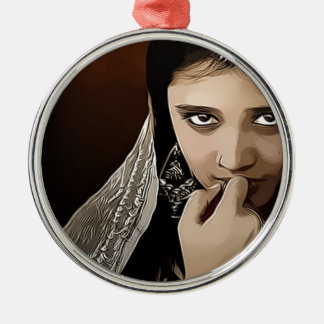 Ornamento De Metal Indian child with timid eyes