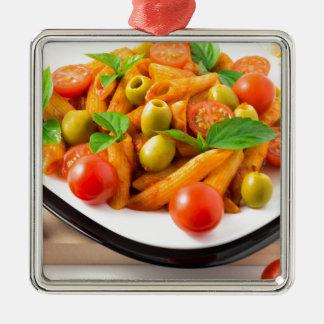 Ornamento De Metal Penne italiano da massa no molho de tomate com