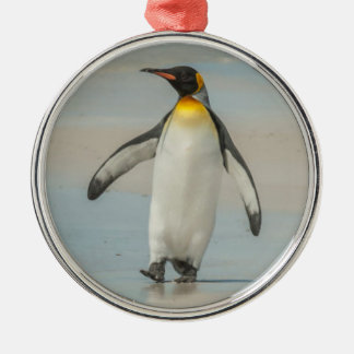 Ornamento De Metal Pinguim que anda na praia