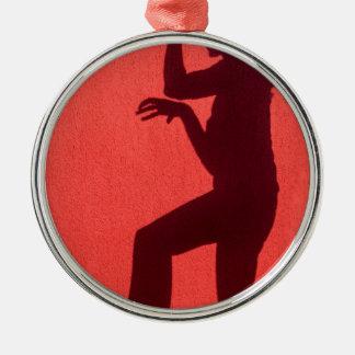 Ornamento De Metal Sombra do perfil da mulher na parede vermelha