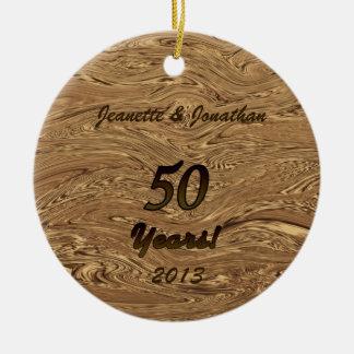 Ornamento do aniversário de casamento dourado