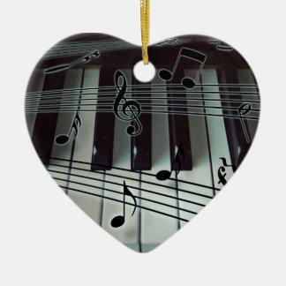 Ornamento do teclado de piano do coração
