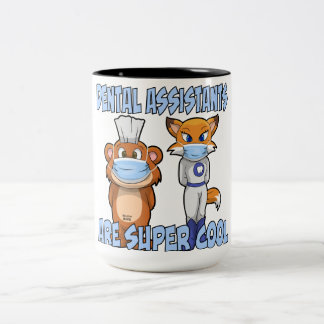 Os assistentes dentais são super esfriam caneca de café em dois tons