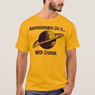 Os astrónomos fazem-no… com Uranus. Camiseta