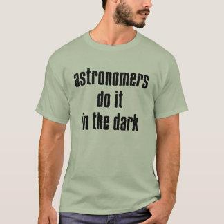 Os astrónomos fazem-no… T-shirt