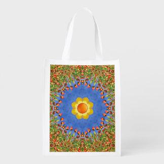 Os bolsas reusáveis coloridos do mercado das sacola ecológica