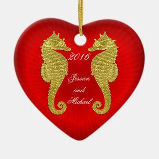 Os cavalos marinhos e o coração do ouro ornamento de cerâmica