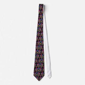 Os desenhos animados coloridos florescem o traje gravata