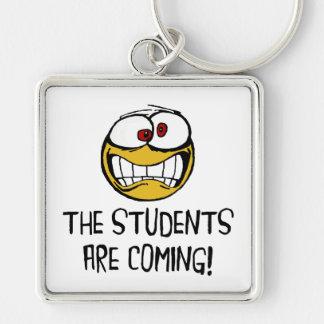 Os estudantes estão vindo chaveiro quadrado na cor prata