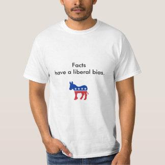 Os fatos têm uma polarização liberal t-shirt