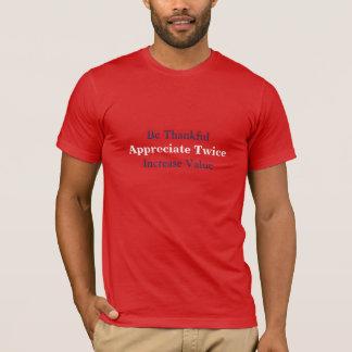 Os homens apreciam duas vezes o t-shirt