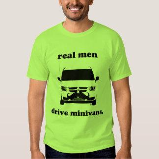 Os homens reais conduzem carrinhas… e crescem os tshirt