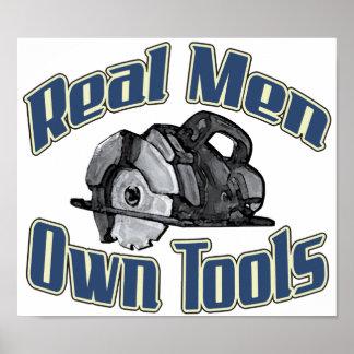 Os homens reais possuem ferramentas poster