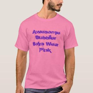Os meninos do bebedoiro automático vestem o camiseta