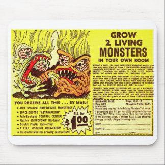Os monstro retros do kitsch do vintage 'crescem 2  mouse pad